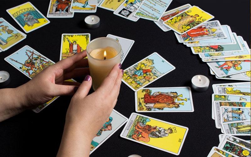 Lectura del Tarot del Día - Tarot Interactivo Gratis
